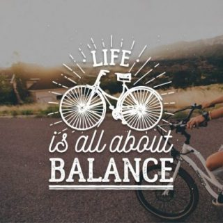 "Foto de uma bicicleta com a frase ""Life is all about balance"""